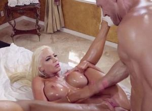 Vampish blond cutie enjoys 12-inch..