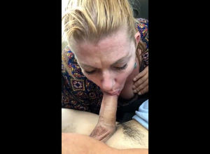 Casual mature tramp gives an..